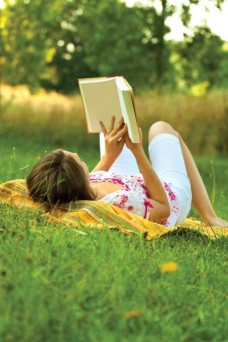 woman-outside-reading-book